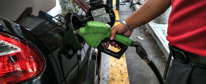 """Benzina, """"illegalità devastante"""" nel settore della distribuzione: in aumento contrabbando e frodi fiscali"""