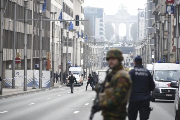 Bruxelles sotto attacco: kamikaze in aeroporto e bombe nel metrò