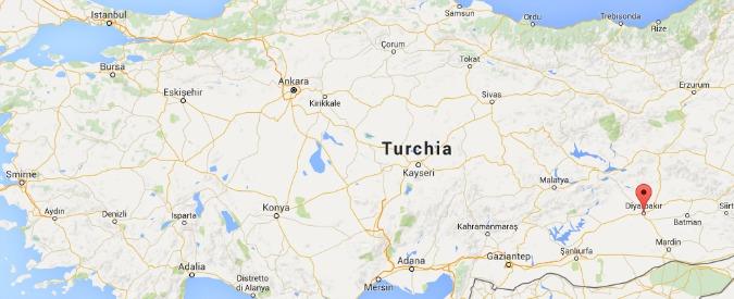 Turchia, autobomba nella città curda di Diyarbakir: 6 poliziotti morti, 23 feriti