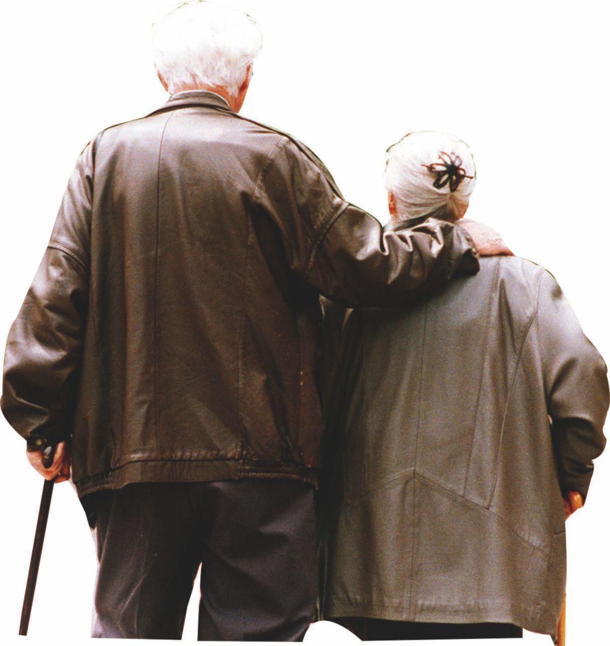Meno soldi  agli anziani   e più ai giovani