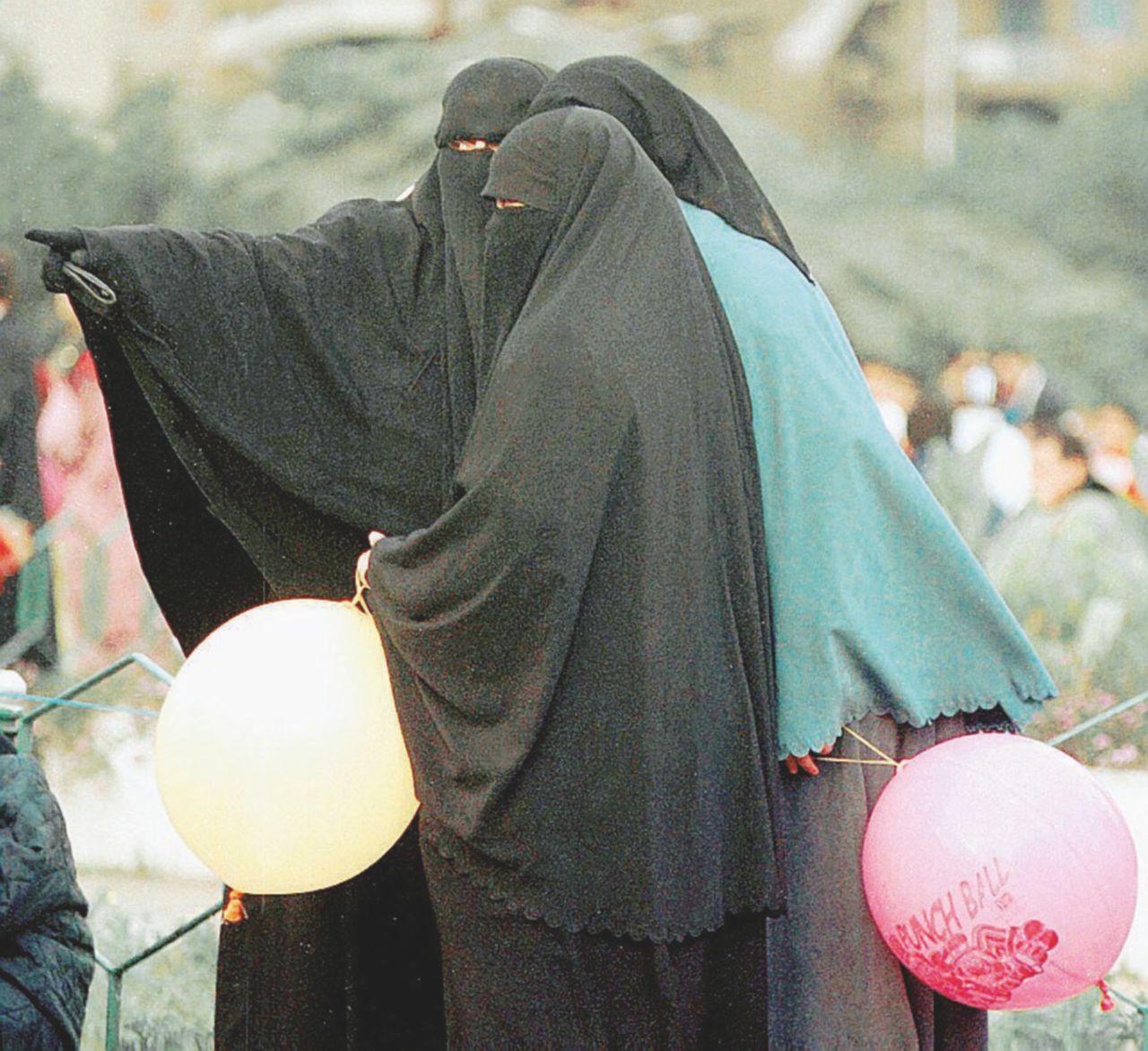 """Famiglia si converte all'Isis: """"Pronti a morire per Allah"""""""