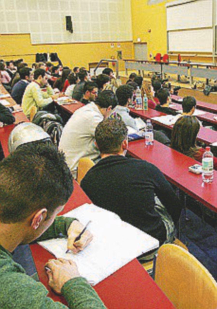Borse di studio in calo, Giannini alza i limiti. Studenti insoddisfatti