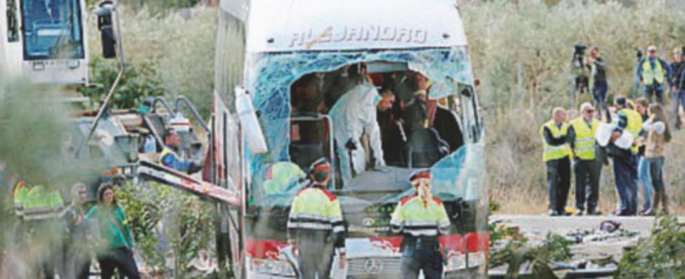 L'autobus dell'Erasmus si schianta in Spagna: sette italiane tra le 13 vittime, tutte ragazze
