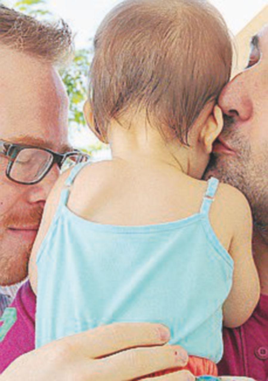 """Stepchild adoption,  tribunale di Roma  dice """"sì"""" a due papà"""