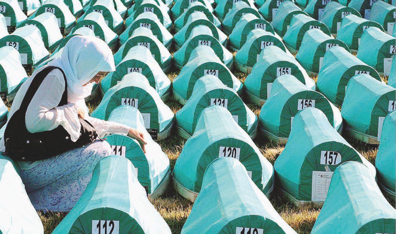 """""""Genocidio a Srebrenica"""". Quarant'anni a Karadzic"""