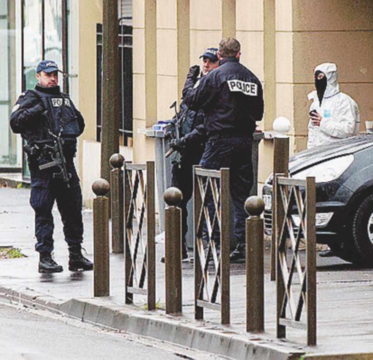 """Il ladro finanziatore e il reclutatore l'""""altra cellula"""" smantellata in Francia"""