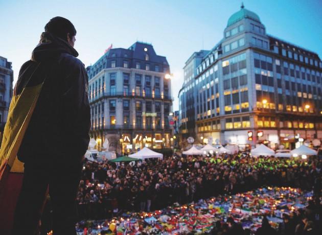 Bruxelles, fiori in ricordo delle vittime dell'attentato
