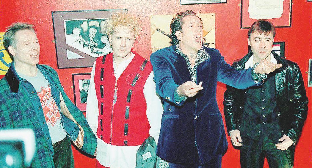 40 anni dopo  la Regina  è una punk rocker