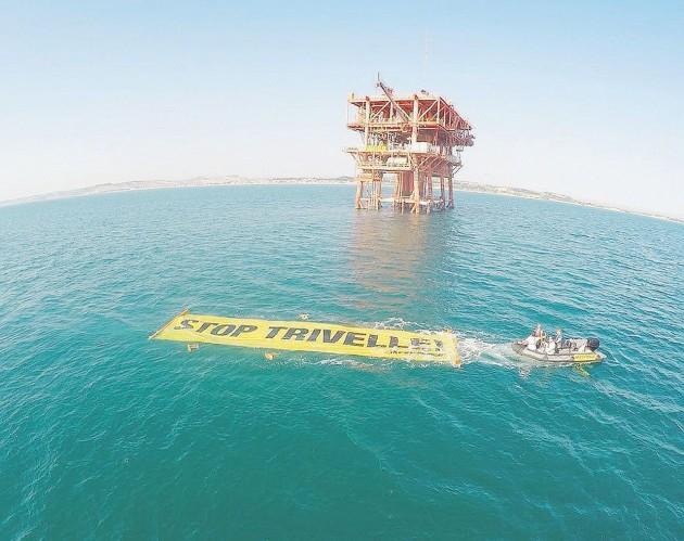In mare - La campagna di Greenpeace contro le trivelle - Ansa