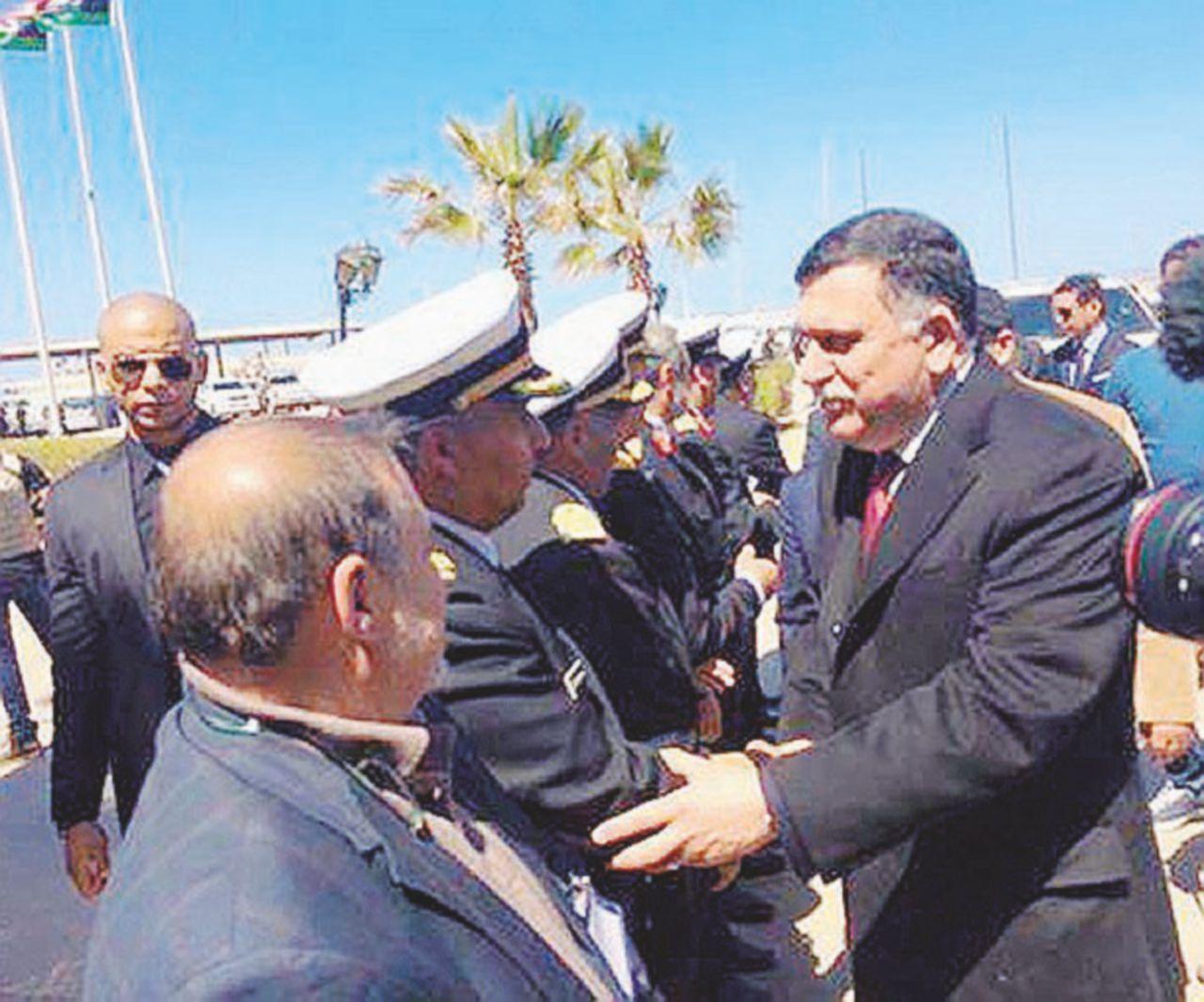 Il premier sbarca e a Tripoli si accende lo scontro tra fazioni