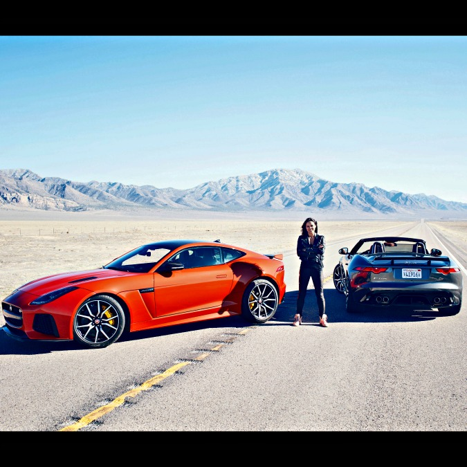 Michelle Rodriguez a 320 all'ora su una Jaguar F-Type SVR – VIDEO