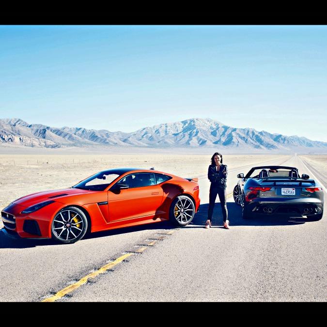Michelle Rodriguez a 320 all'ora su una Jaguar F-Type SVR – VIDEO