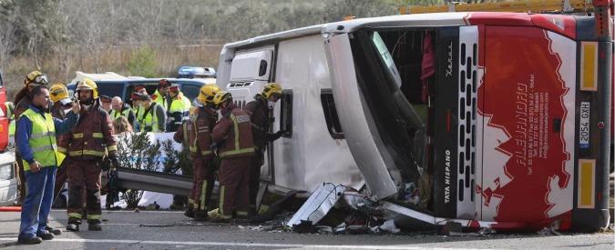 """Spagna, incidente a bus di studenti Erasmus in Catalogna: morte 13 ragazze. Farnesina: """"Fino a 7 vittime italiane"""""""