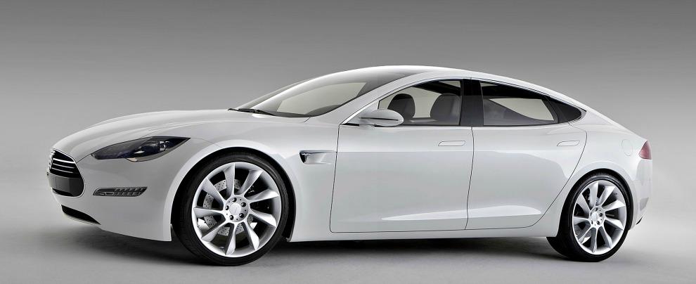 Tesla Model 3, l'attesa è quasi finita e nei concessionari si fa già la fila