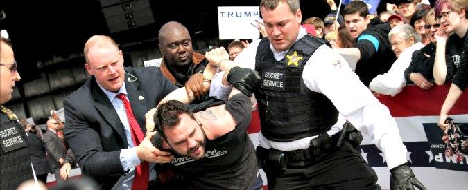 """Primarie Usa 2016, scontri al comizio di Trump in Kansas: polizia disperde i contestatori. """"Spero vengano arrestati"""""""