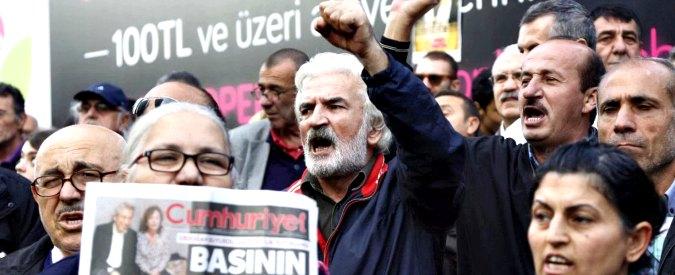 """Turchia, governo contro """"Accademici per la pace"""": su 2.212 firmatari 669 sotto indagine. """"Molti docenti costretti a lasciare"""""""