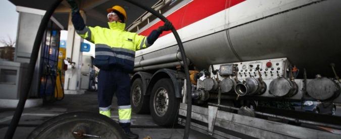 """Carburanti, nel ddl Concorrenza moratoria su bonifiche degli impianti che chiudono. """"Rischi per salute e ambiente"""""""