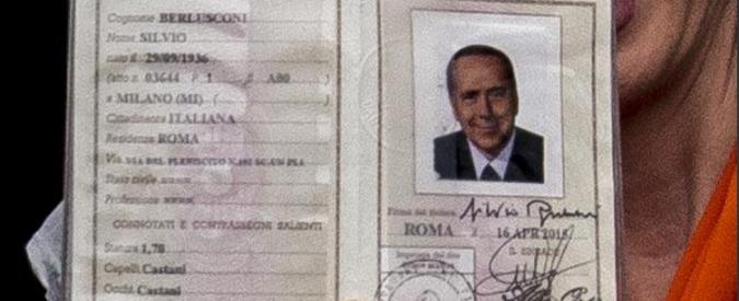 Silvio Berlusconi, la carta d'identità: altezza 1,70 e capelli castani. Incognita sulla professione