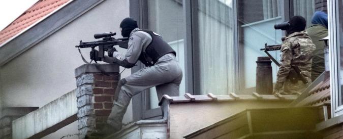 """Bruxelles, rilasciati i due sospetti arrestati, 2 in fuga. """"Ucciso era algerino"""". Ritrovata bandiera dell'Isis"""