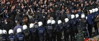 """Bruxelles, hooligan neonazisti in piazza nonostante il divieto: """"Siamo a casa nostra"""". Scontri con la polizia"""