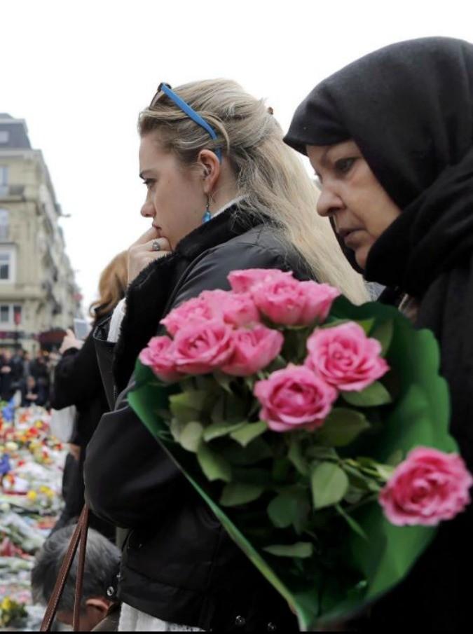 """Attentati Bruxelles, la lettera di una giornalista ai figli: """"Scusa, ero certa che vi avremmo risparmiato la guerra"""""""