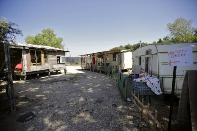 Campo rom di Via La Monachina