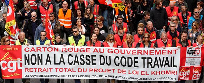 """Francia in piazza contro il Jobs Act alla francese: """"No alla flessibilità e ai licenziamenti facili"""""""
