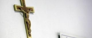Statue sacre rimosse dalla scuola pubblica, i genitori per protesta mandano i bambini in aula con il rosario al collo
