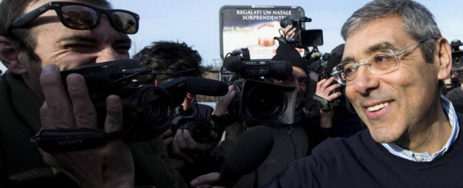 """Palermo, bagno di folla per Cuffaro: """"Sosterrò Romano sindaco. Il carcere? Pensavo peggio, sono dimagrito"""""""