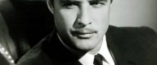 Marlon Brando e James Dean, in un libro la rivelazione: i due ebbero una relazione gay sadomaso
