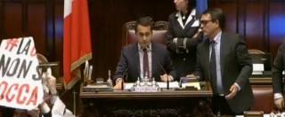 Mutui, 11 deputati M5s sospesi: per la prima volta punita l'esposizione di cartelli