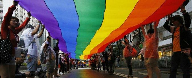 Diciottenne cacciato di casa perché gay, tribunale stabilisce che i genitori dovranno mantenerlo