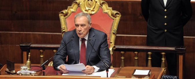 """Senato, Grasso vs Casini su furbetti del tesserino. Il leader Udc: """"Così fermiamo tutto"""". Replica: """"Infantile non toglierlo"""""""