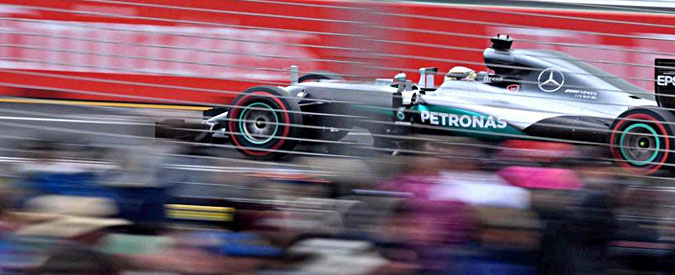 """Formula 1, Hamilton in pole nel Gp di Australia. Rosberg secondo. Vettel terzo: """"Queste qualifiche fanno schifo"""""""