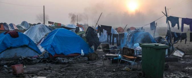 """Migranti, in due si danno fuoco nell'accampamento di Idomeni: """"Disposti a morire piuttosto che tornare indietro"""""""