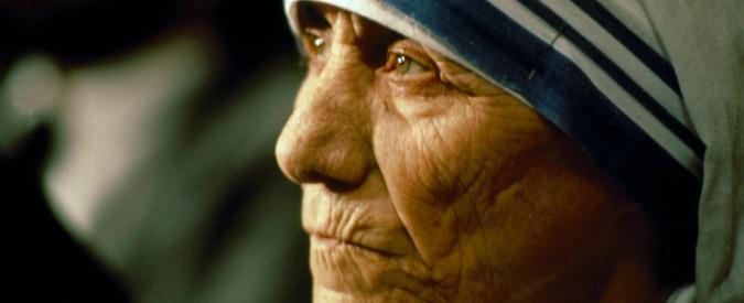 """Madre Teresa di Calcutta sarà santa il 4 settembre. Vita e miracoli di chi si prese cura dei """"più poveri dei poveri"""""""