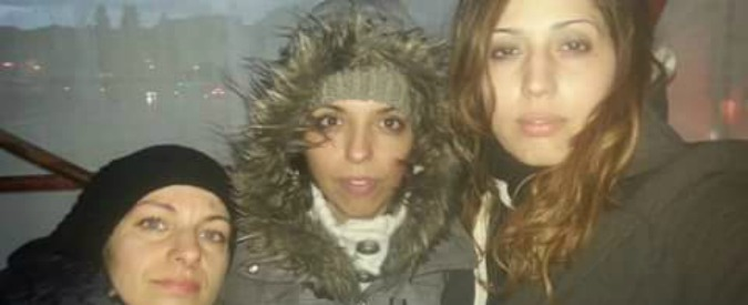 """Roma, 8 maestre a rischio licenziamento sulle impalcature per protesta: """"Qui fino a quando la Madia non ci riceve"""""""
