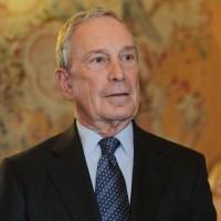 8.  Michael Bloomberg 40 miliardi di dollari Americano fondatore e proprietario di Bloomberg, il più grande gruppo di media dedicato alla finanza. E' stato sindaco di New York dal 2002 al 2013.