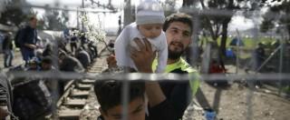"""Migranti, Bruxelles: """"Accordo Ue-Turchia, in un mese ricollocati 103 profughi"""". Intanto in Grecia sono arrivati altri 7.800"""