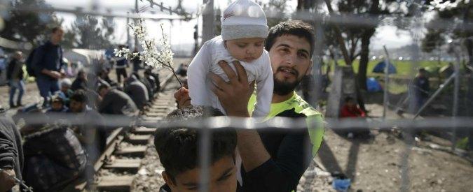 """Migranti, Ue: """"Stanziare 700 mln per i Paesi della rotta balcanica"""". Austria: """"Non siamo sala d'attesa per la Germania"""""""