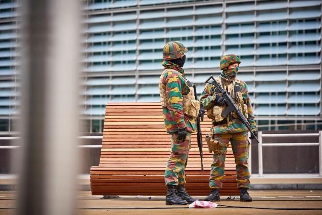 Attentato Bruxelles - Esercito belga presidia l'ingresso della commissione europea