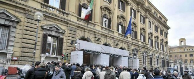 """Procura di Milano, """"consigliera del ministero dell'Economia ha venduto segreti fiscali a Ernst & Young per 220mila euro"""""""