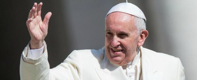 """Papa Francesco: """"Matrimonio riparatore? Meglio la convivenza. Così matura anche la fedeltà"""""""