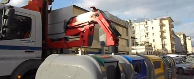 """Firenze, """"inceneritori non dannosi per salute"""": guerra sull'opuscolo dell'azienda di rifiuti a studenti di elementari e medie"""