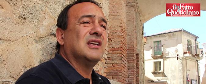 """Mimmo Lucano, arrestato il sindaco di Riace che accoglie i migranti: """"Favoriva l'immigrazione clandestina"""""""