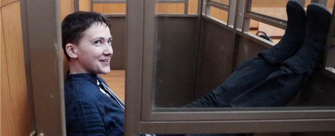 """Ucraina, la pilota """"eroina"""" Savchenko condannata a 22 anni. """"La Russia disponibile a uno scambio di prigionieri"""""""