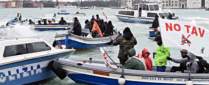 No Triv e No Tav protestano a Venezia durante il vertice Italia-Francia. Scontri con la polizia
