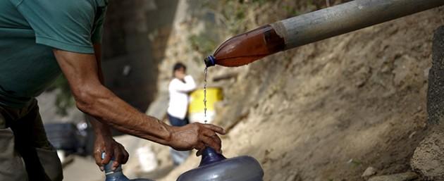 Emergenza  rifornimenti  di acqua potabile nel mondo