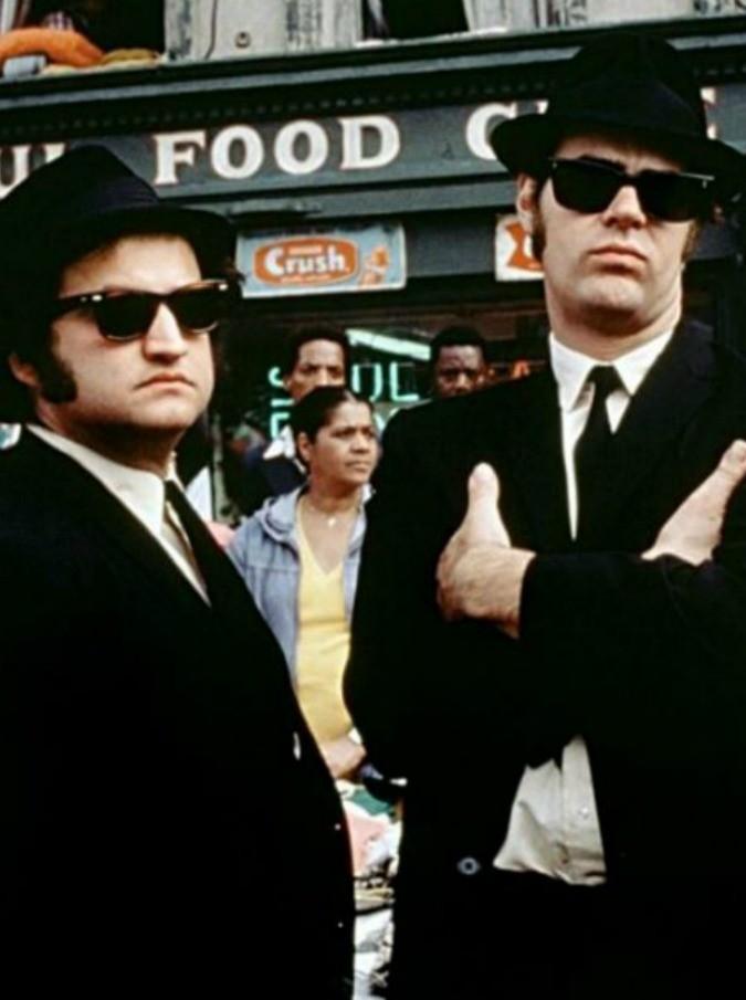 La mente folle, geniale e anarchica di John Belushi e i record di Blues Brothers (di Emiliano Liuzzi)