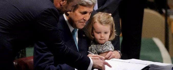 """Clima, 175 Paesi firmano all'Onu l'accordo Cop21: """"Segnale di speranza per il futuro"""""""